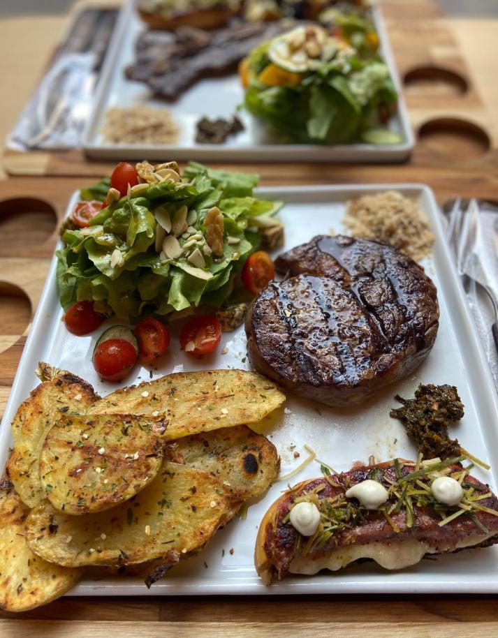 Quintal-da-Carne-1-234x300 Dicas de locais com ótimas opções em gastronomia para o Dia dos Pais em Porto Alegre