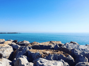Vue sur la mer depuis Saint-Cyprien