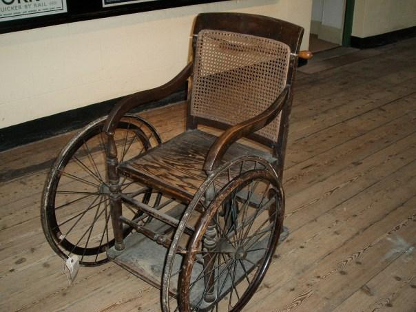 cadeira de roda antiga