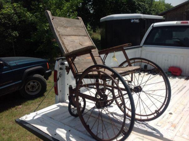Cadeira de Roda antiga: Reabilitacao.net