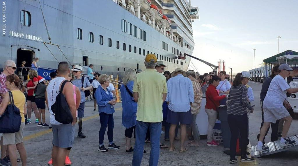 Three cruise ships arrive in Mazatlan for Christmas eve with over 14,00  passengers - The Mazatlan Post
