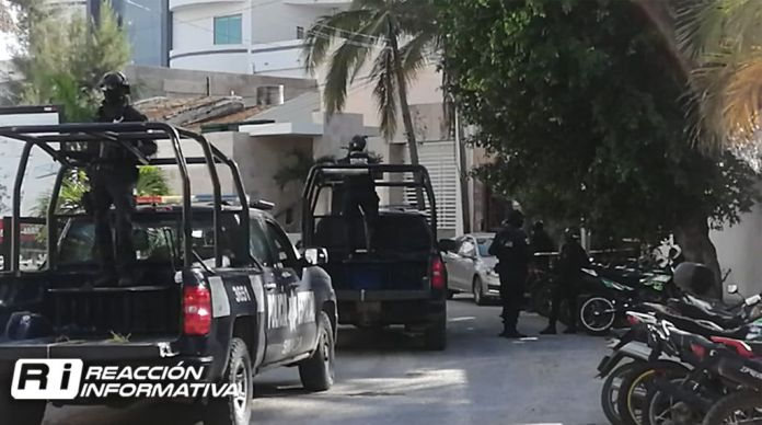 Report shootings in the Golden Zone in Mazatlan;  there is an injured person