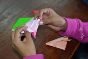 Alas de papel: El origami enseña a volar la imaginación de los niños de Providencia