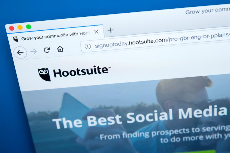 Hootsuite vs. Buffer – Which is better for your small business?