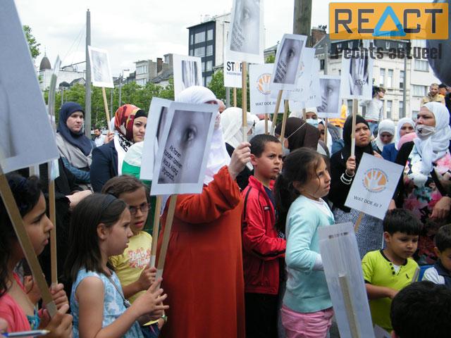De toespraken werden onder andere in het Arabisch gehouden. Jammer voor de Poolse, Turkse, Russische, Roemeense, en andere ouders die ook hun kinderen naar De Blokkendoos sturen?