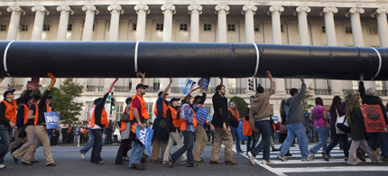 Demonstrators calling for the cancellation of the Keystone XL pipeline in 2011. (photo: Joshua Roberts/Reuters)