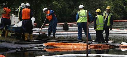 Enbridge Inc., based in Calgary, Alta., has agreed to pay about $6.8 million to settle a class action in one of the costliest onshore oil spills in U.S. history. (photo: AP)