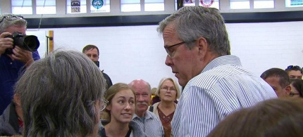 University of Nevada student Ivy Ziedrich challenges Jeb Bush during a town hall meeting in Reno. (photo: screengrab)