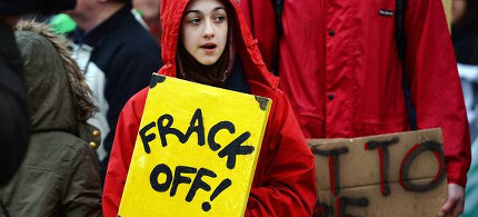 Protestors rally against fracking. (photo: AP)