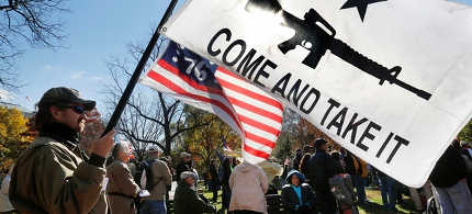 Doug Allen of Greenville, North Carolina, holds a pro-gun flag during a protest near the White House. (photo: Larry Downing/Reuters)