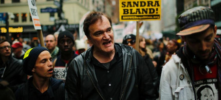 US film director Quentin Tarantino (C) walks in a march against police brutality on October 24, 2015  part of an outspoken campaign that has earned him the ire of police unions. (photo: Eduardo Munoz Alvarez/AFP)
