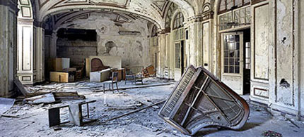 The downfall of Detroit. Detroit's former Lee Plaza Hotel, closed in the 90s. (photo: Yves Marchand and Romaine Meffre/TIME)