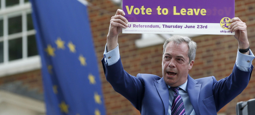 British politician and former leader of the UKIP party, Nigel Farage, holds up a placard in support of Brexit. (photo: Alastair Grant/AP)