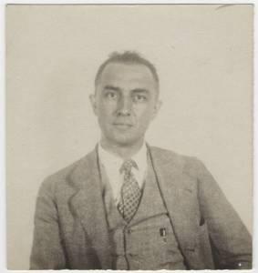 Blurry B & W passport photo of American Modernist poet William Carlos Williams. American Modernist Literature.