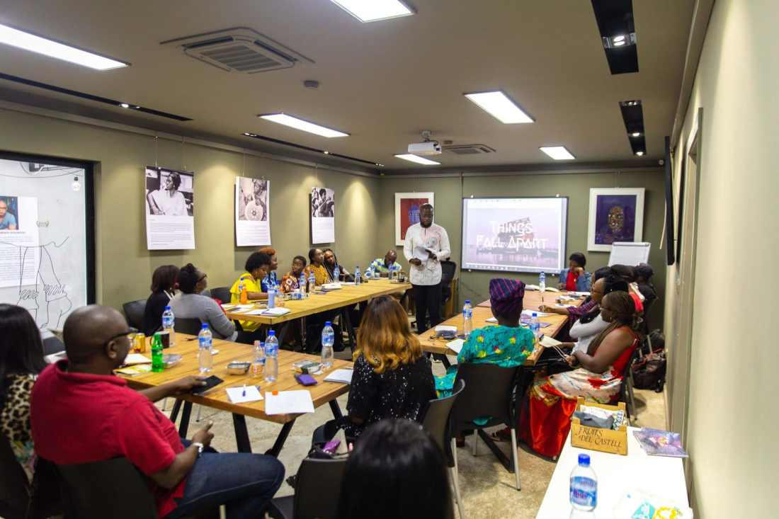 Rotinwa (centre) teaching a Freelance Writing Class