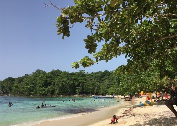 beach scene in jamaica