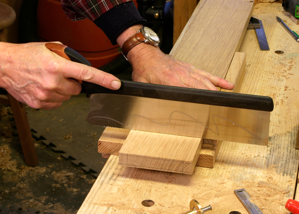 A Backsaw and Benchhook are all you need to cut the shoulders