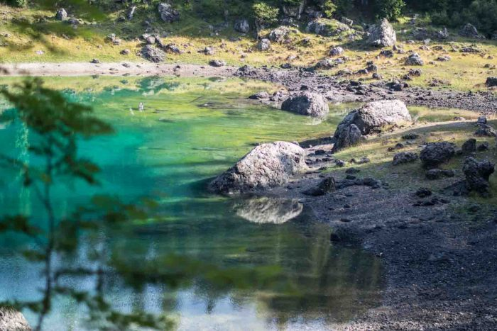 Lago di Carezza: Best lakes in South Tyrol - check out my Top 10 lakes and waterfalls in Italy! Definitely must-go places in South Tyrol!