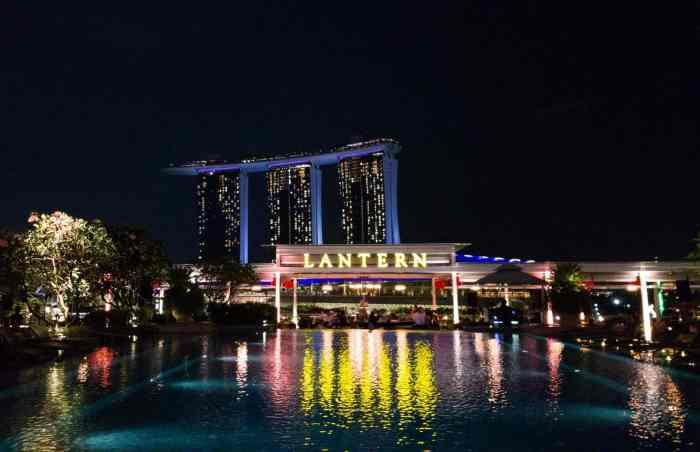 Alternative to Marina Bay Sand's rooftop bar: Lantern bar