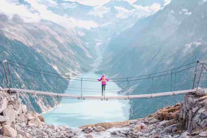 Spectacular suspension bridge in Austria: Hike to Olpererhütte at Lake Schlegeis