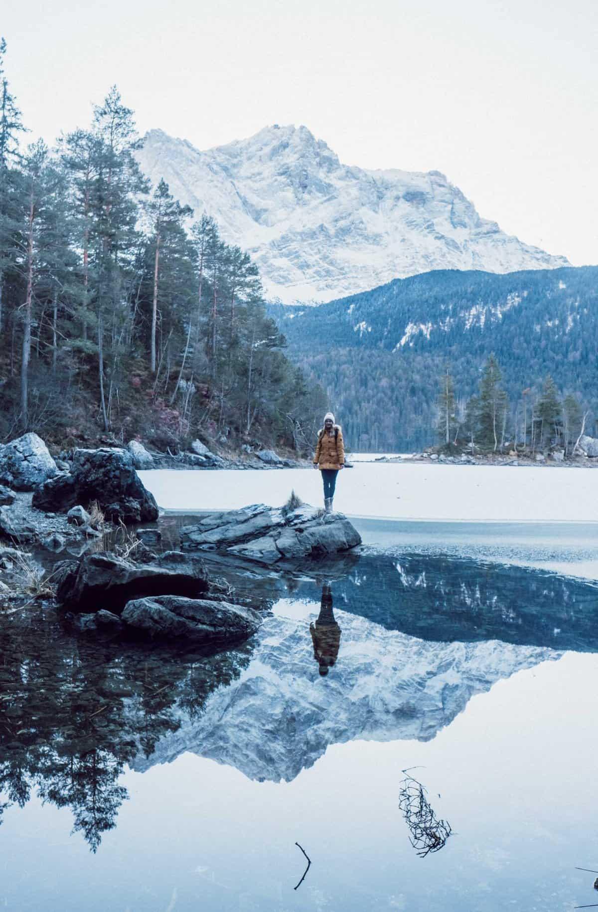 Hike Eibsee in winter