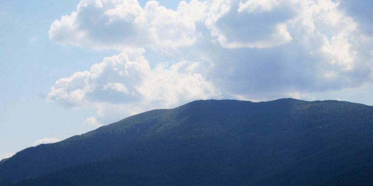 Kekes - najwyższy szczyt Węgier - niebieska góra