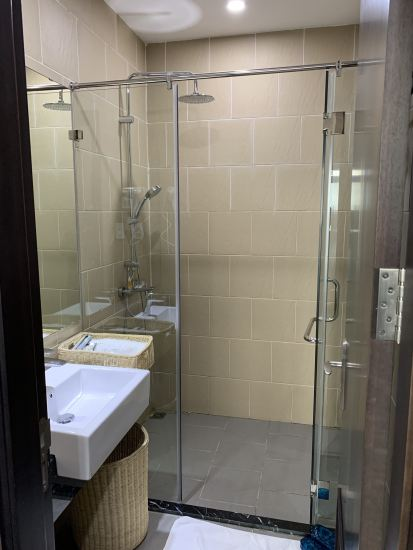Shower Room Priority Pass Club Hanoi