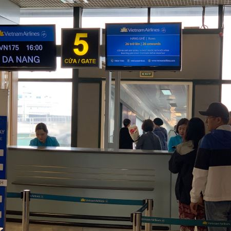 vietnam airlines boarding area hanoi
