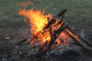 campfire wikimedia