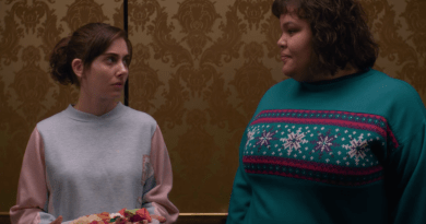 Netflix series GLOW Season 3, Episode 10 - A Very GLOW Christmas