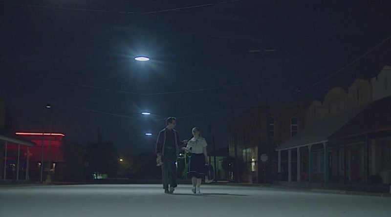The Vast of Night (Amazon Prime) review - a UFO thriller that deserves to be identified