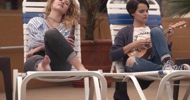 Netflix series Trinkets season 2, episode 1 - Supernova