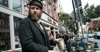 An American Pickle review - Seth Rogan pulls double-duty in an uneven comedy about Jewish identity