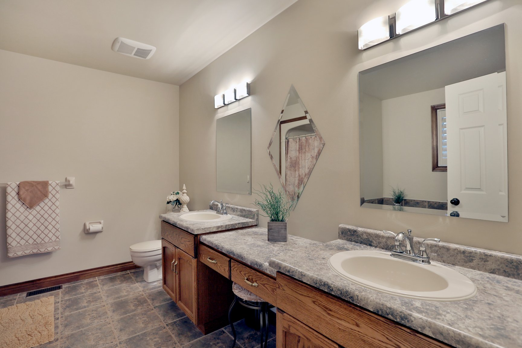 85 Galley ensuite - Recently SOLD in Ancaster