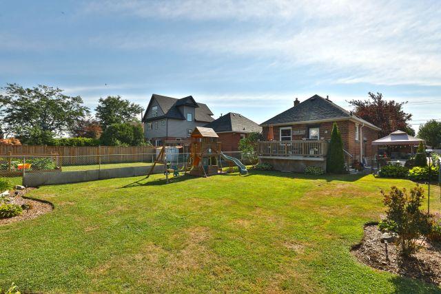 hamilton 258 east 18th backyard 2 1024x683 - Recently SOLD Central Hamilton Mountain