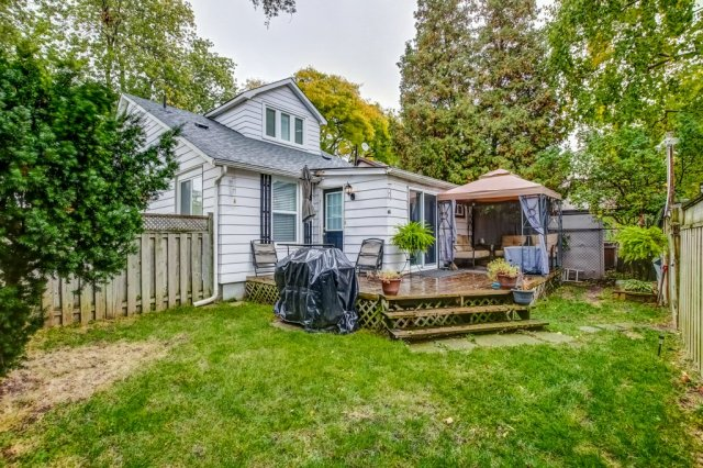 90 Maple St Catharines deck yard - Recently SOLD in St. Catharines