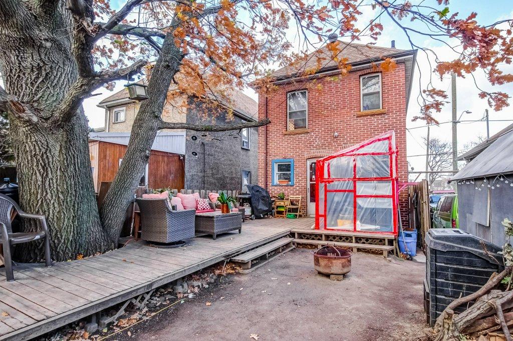 20 Primrose Hamilton Ontario deck yard - Recently SOLD in Crown Point, Hamilton