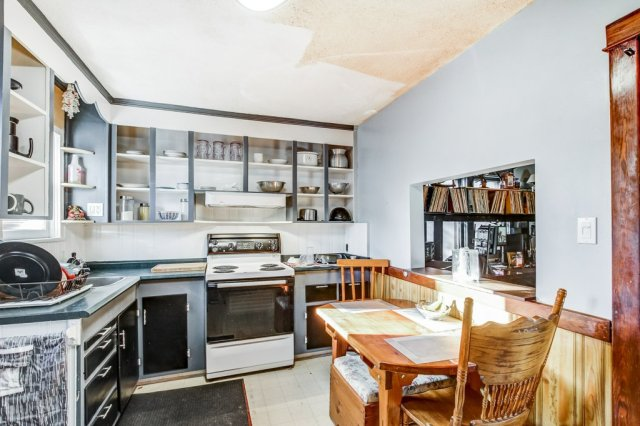20 Primrose Hamilton Ontario kitchen2 - Recently SOLD in Crown Point, Hamilton