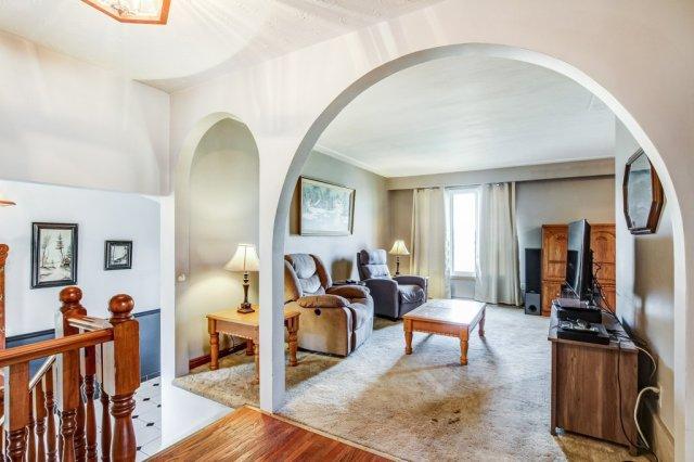 86 Eastbury Stoney Creek living room - Recently SOLD in Stoney Creek