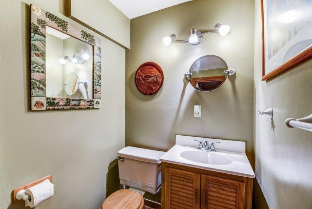 106 Garden bathroom2 3 - Recently SOLD on the Central Hamilton Mountain