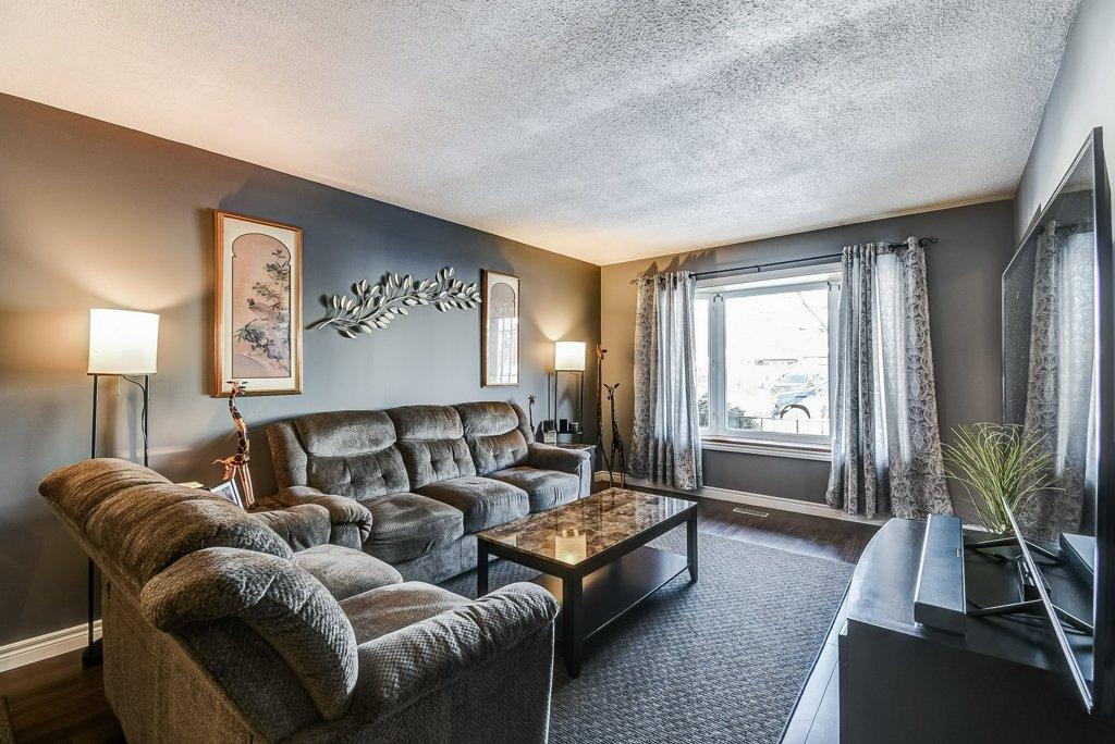 106 Garden livingroom2 3 - Recently SOLD on the Central Hamilton Mountain