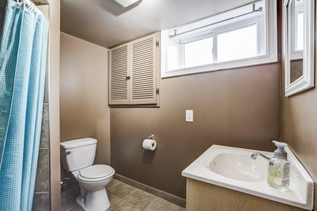 772 Limeridge E Hamilton bathroom2 1 - Recently SOLD - Central Hamilton Mountain