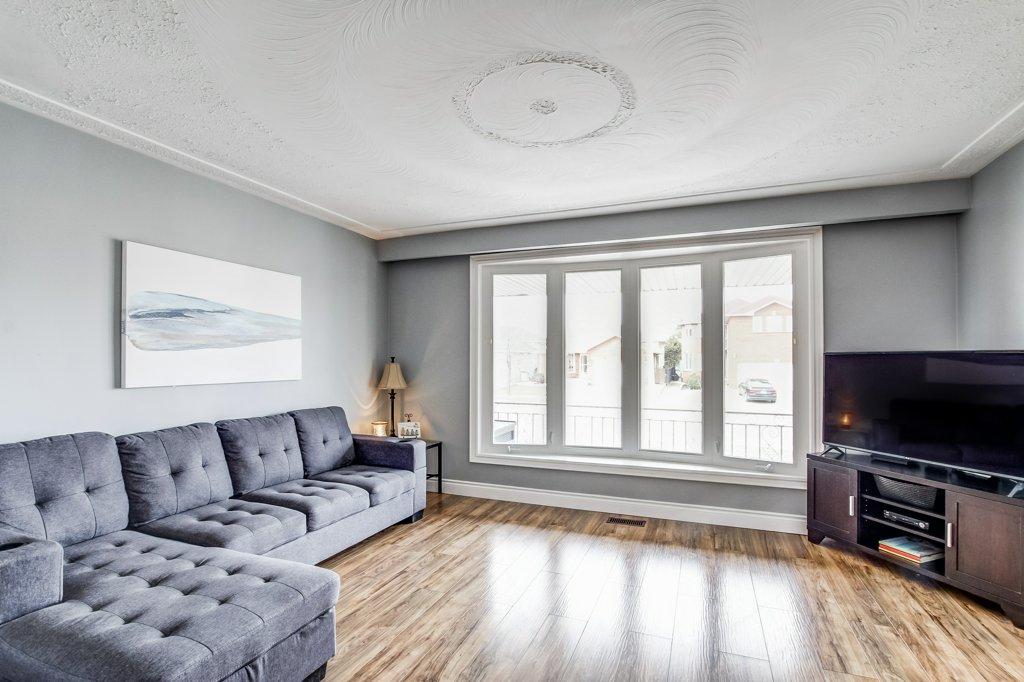 772 Limeridge E Hamilton living room - Recently SOLD - Central Hamilton Mountain