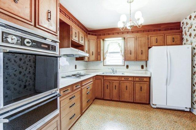 015 136 Auburn Hamilton kitchen1 - Recently SOLD - East Hamilton