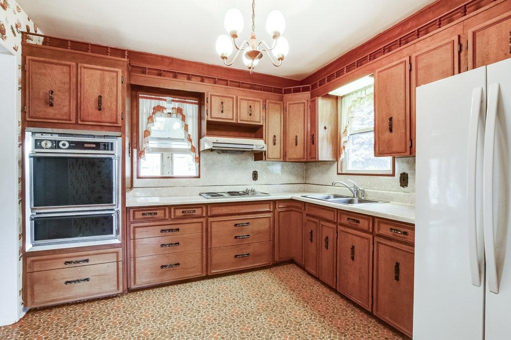 016 136 Auburn Hamilton kitchen2 - Recently SOLD - East Hamilton
