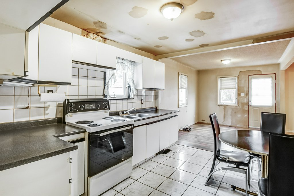 016 546 Quebec Hamilton kitchen4 - 546 Quebec St, Hamilton