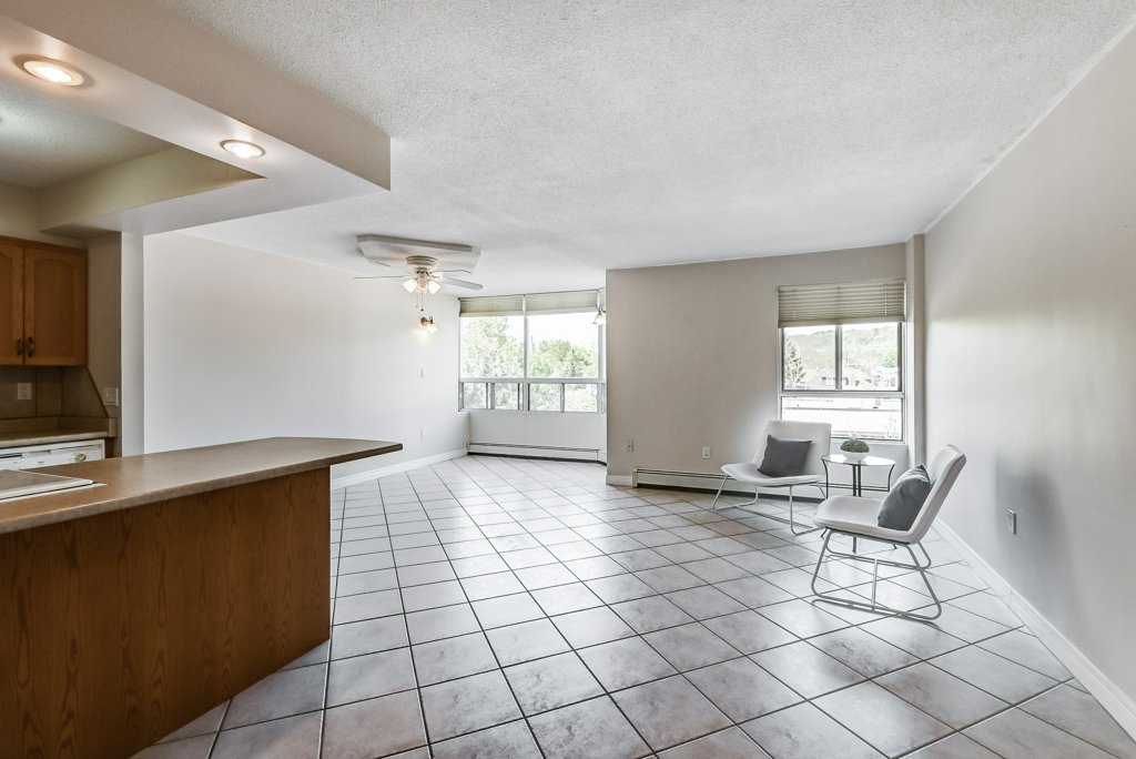 007 10 John Dundas living room 1 - Recently SOLD in Dundas