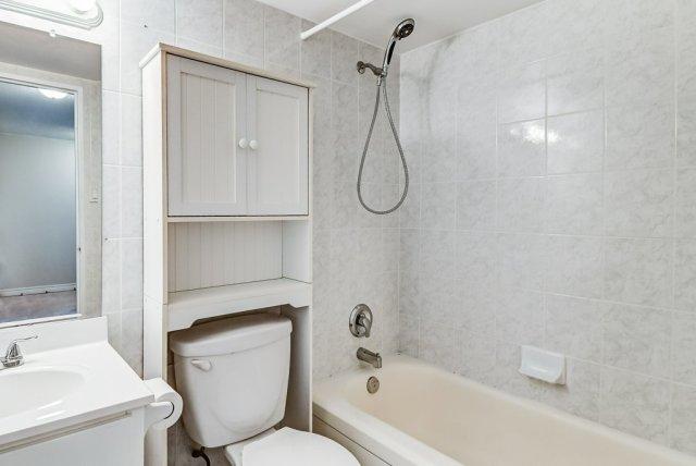019 10 John Dundas bathroom2 1 - Recently SOLD in Dundas