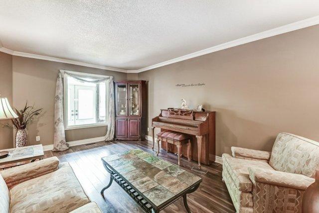008 95 Essling Hamilton living room - Recently SOLD on the Hamilton Mountain