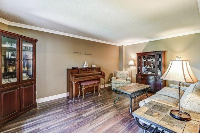 009 95 Essling Hamilton living room2 - Recently SOLD on the Hamilton Mountain